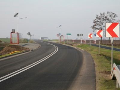 Świeży asfalt wokół Kleczewa